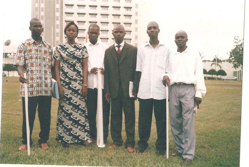 groupedesoutenanceesbtpyamoussoukro2006.jpg